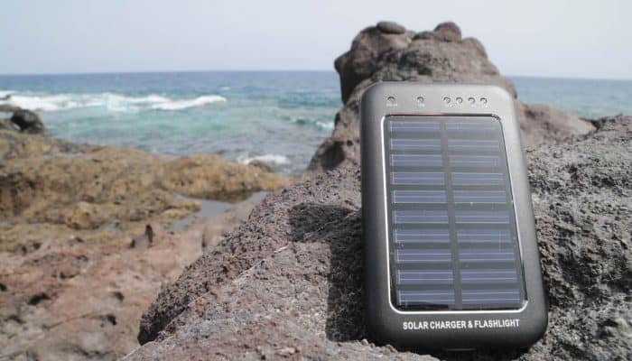 how do portable solar chargers work